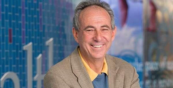 Headshot of Desmond Schatz